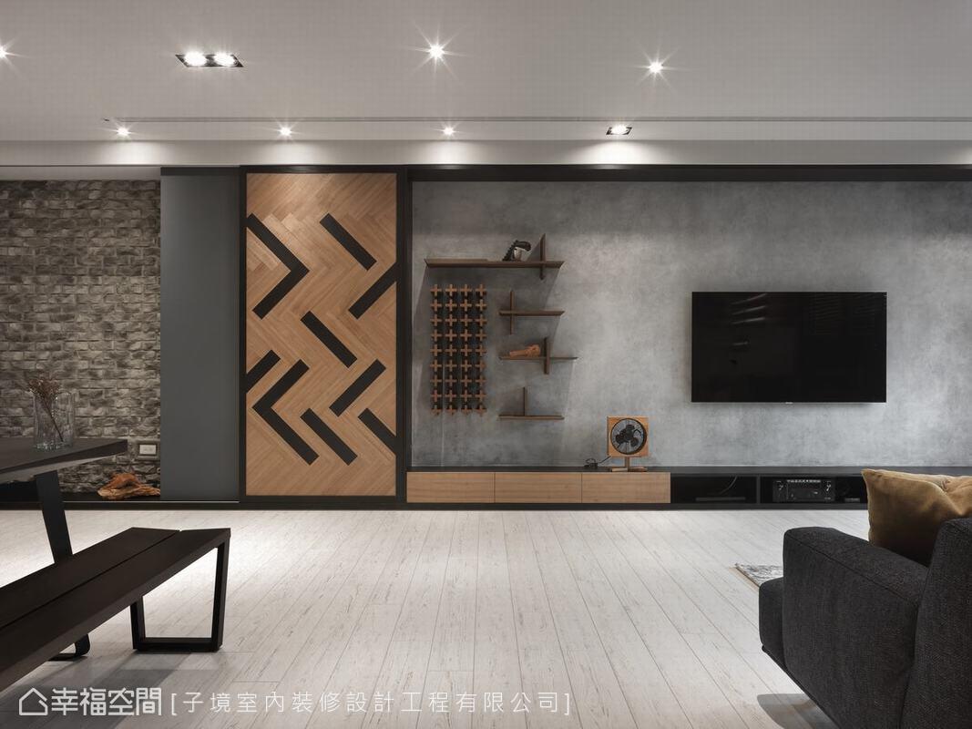 長牆用風化石、木頭門扉與水泥塗料拼接而洋溢質美。嵌入牆上的立體幾何酒架與一旁門片圖騰則好似曼菲斯風格。