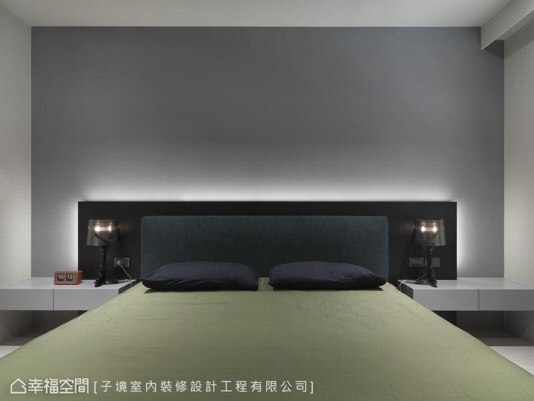 主臥房用全然的方塊式輪廓作為語彙,從床頭、背牆到主牆,每個方形用一種顏色定義,色塊相疊後彷彿一幅抽象畫。