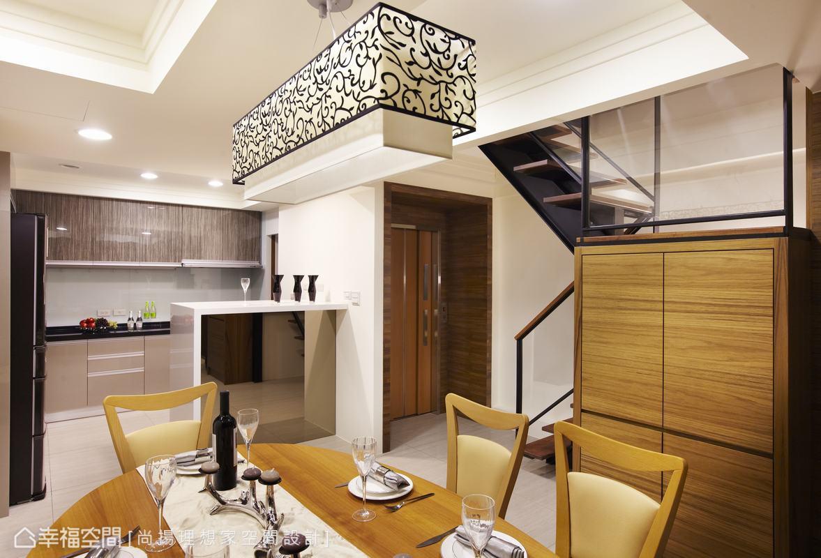 廚房與餐廳之間增加吧檯,修飾望向爐灶的視線。