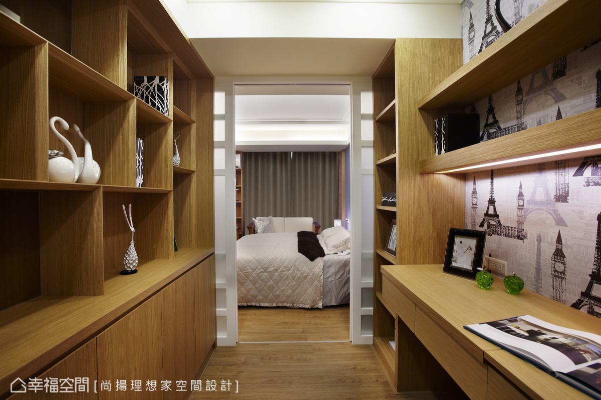 依年輕夫婦的需求,規劃一區作為書房,桌面隱藏掀式化妝鏡,也可作為女主人的梳妝空間。