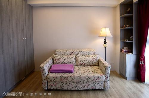 美式風格的些微導入,在簡單明亮中形塑大器又易清理的宅邸風格。