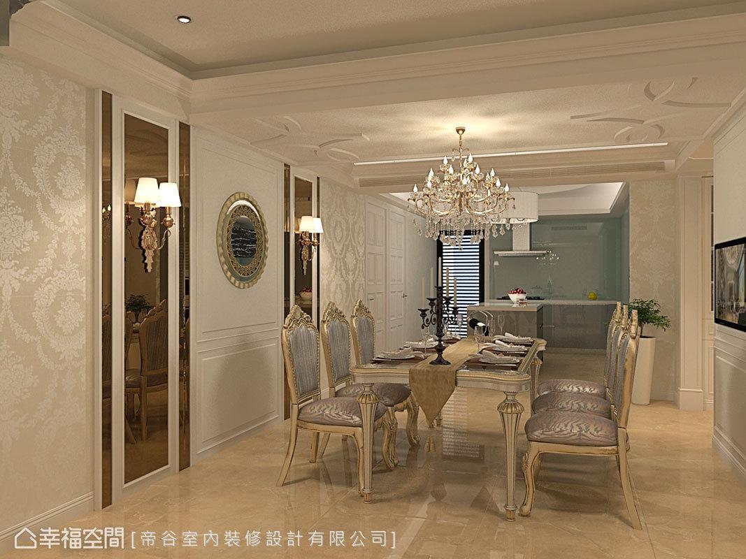 位於通往各私領域軸心處的餐廳,與廚房採開放式設計,保有敞闊空間感。
