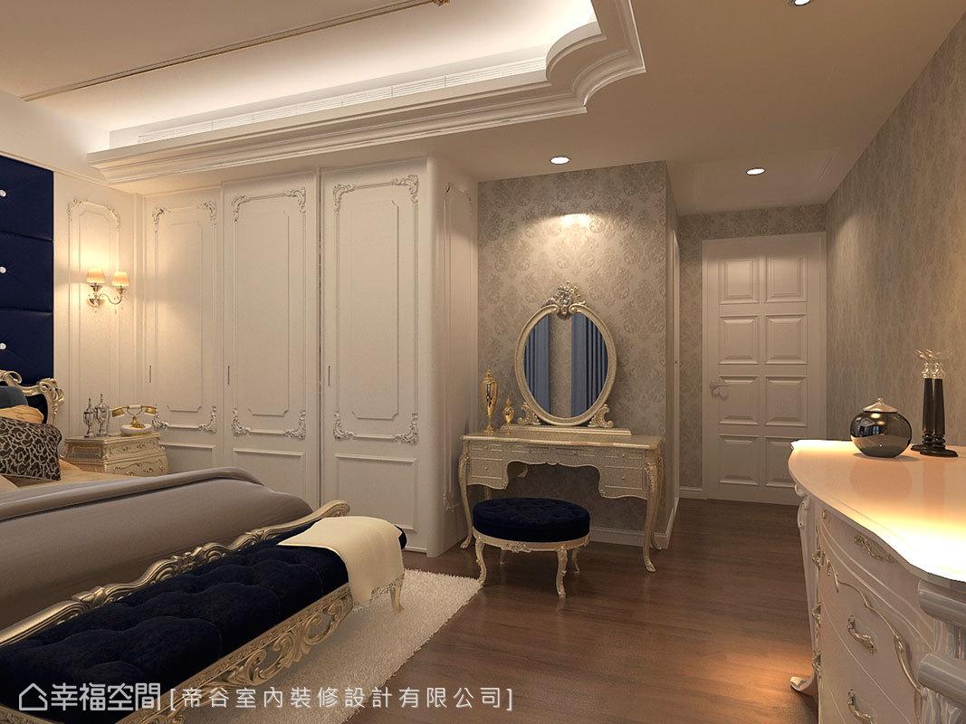 設計師克服大尺寸家具造成的空間限縮問題,藉由精巧的比例拿捏,爭取流暢的生活動線。
