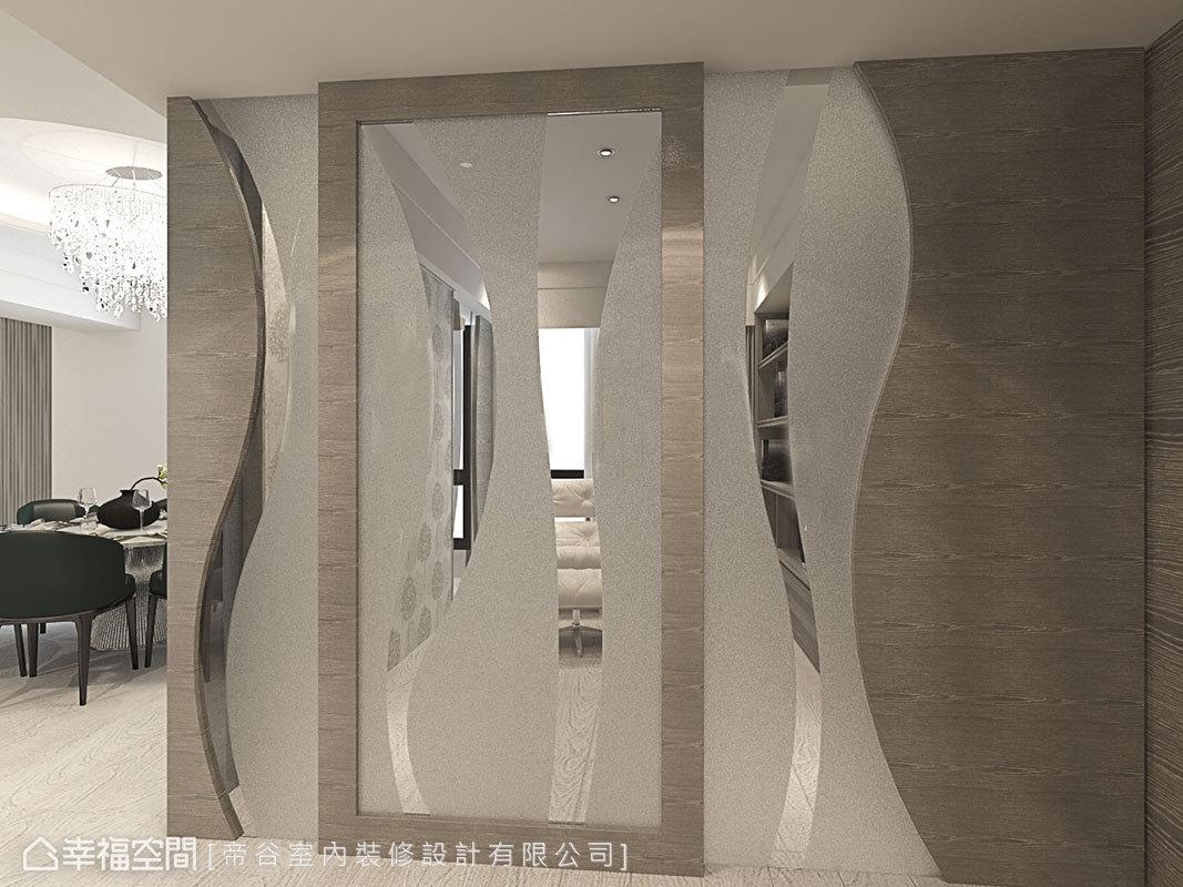曲度流暢的夾紗造型,在門片滑移間變換截然不同的框景視野。
