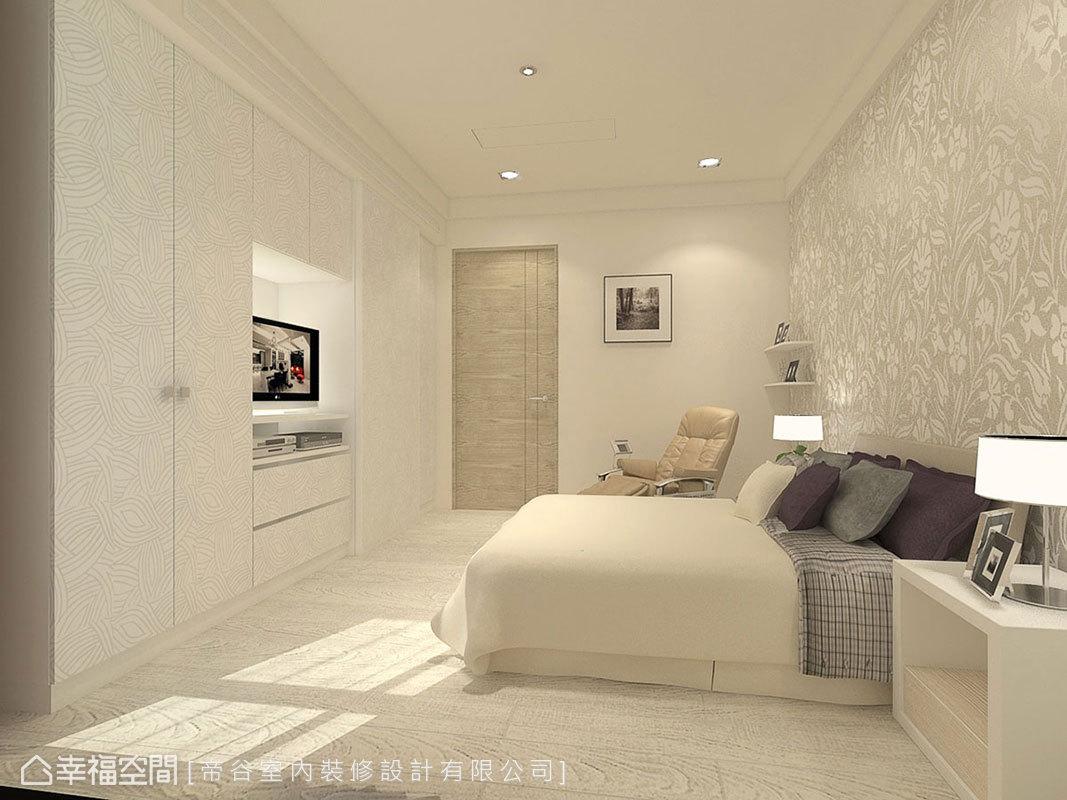 溫馨簡約的臥房空間,以進口壁紙搭配零甲醛系統櫃鋪陳溫婉情調。