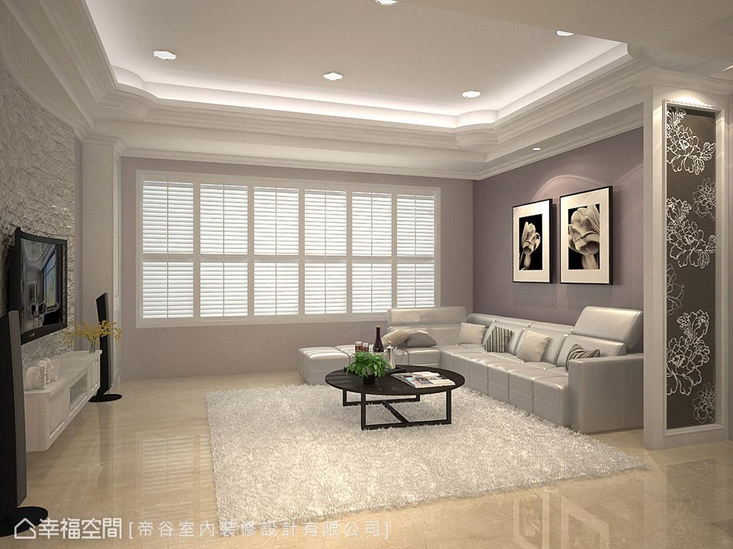 為配合電視的圓弧曲線,文化磚電視主牆同樣採弧形設計,讓視覺感完美融合。
