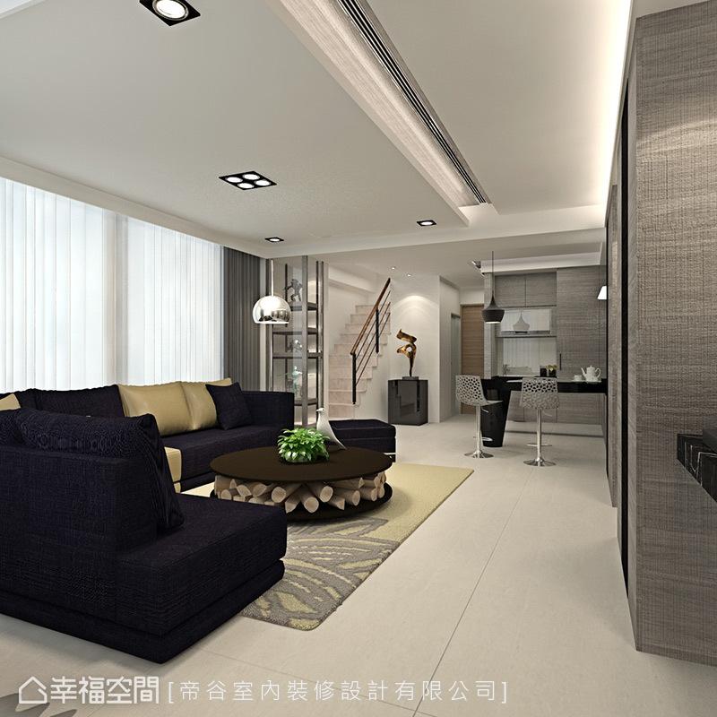 入門後的會客室,結合沙發休憩與吧檯處的茶水招待,機能一應俱全。