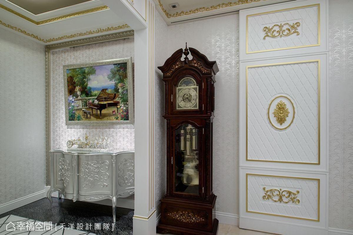 金銀質感的設計增添空間華麗奢華感。
