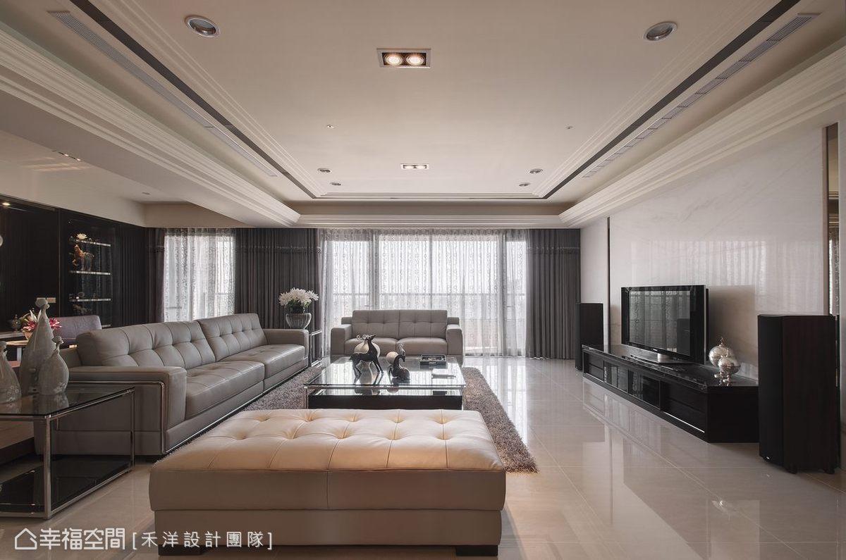 搭配造型簡單的訂製款傢俱,講究內涵與品味的全面提昇,型塑現代豪宅新定義。