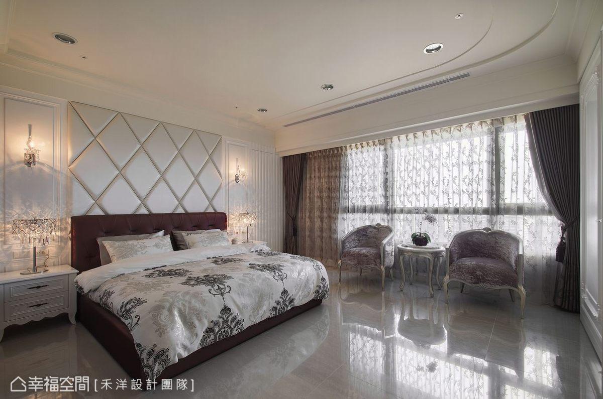 注重機能規劃,在菱形主題的床頭後方隱藏更衣室,希望藉由充足的儲藏空間,讓居家生活整齊清爽。