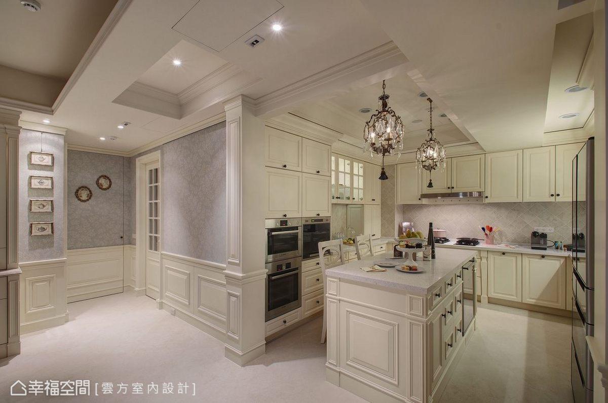 為了賦予公領域更多的意義,雲方室內設計進而將格局中採光最好的主臥房改為餐、廚機能,滿足了屋主工作及興趣所需。