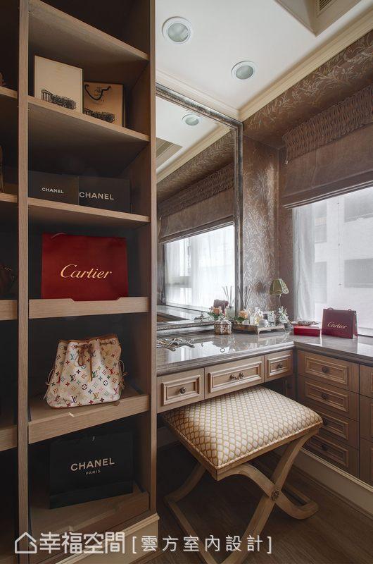 深色調的更衣空間搭配上大理石化妝桌面,呈現華麗的私密享受。