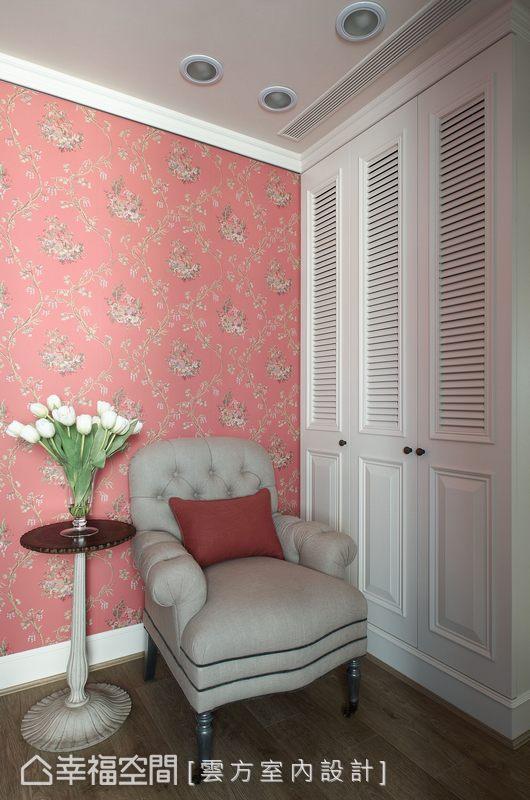 帶有中國風色彩的壁紙選用,讓客房領域有著中西混搭的衝突美感。