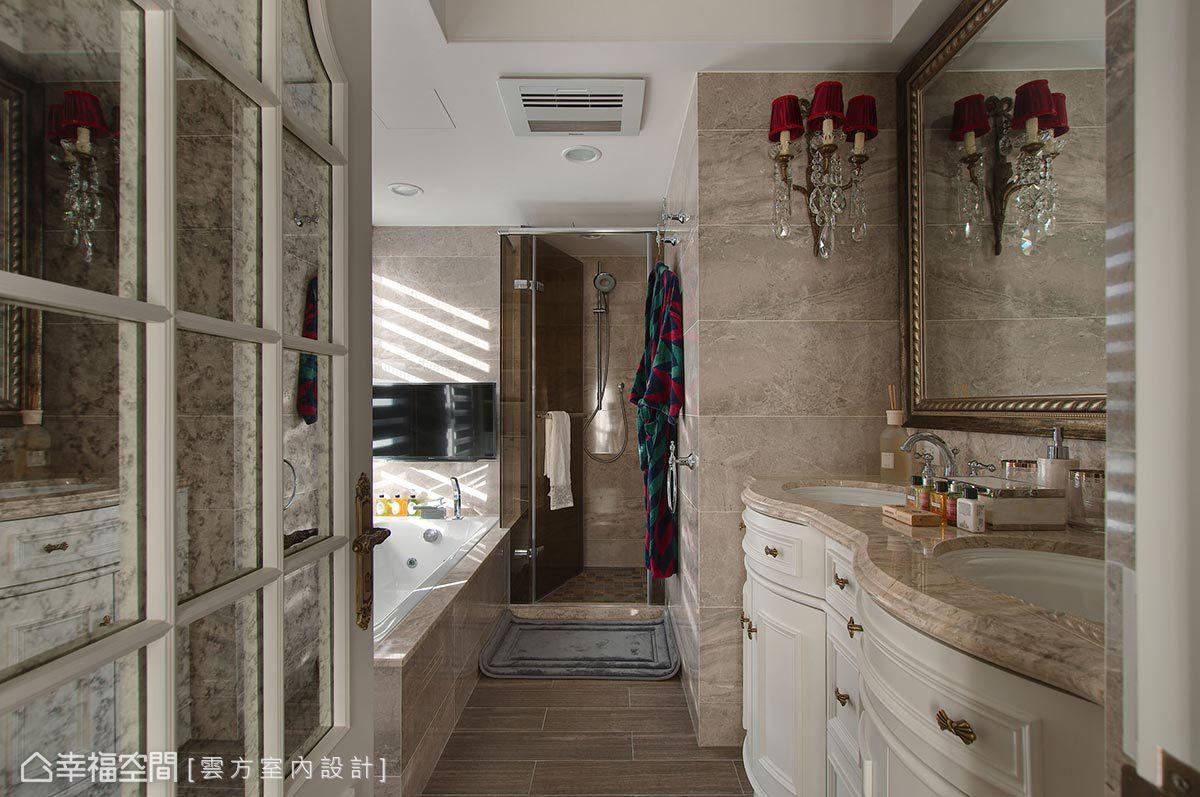 雙洗手檯的設計讓家中也有置身飯店的錯覺,各種英式古典的擺飾、傢俱讓人耳目一新。