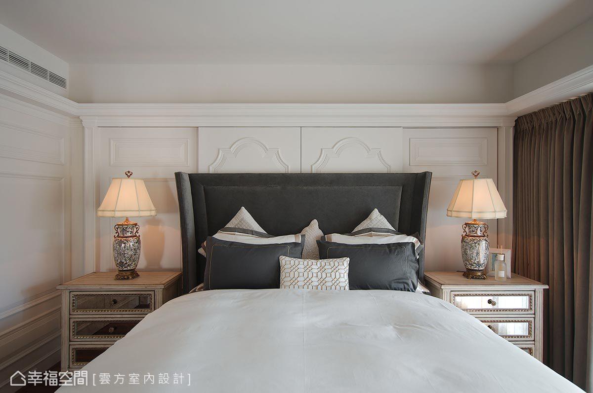 延續客廳的英式古典氣質,主臥室加入了復古元素,復古鏽蝕鏡面的床頭櫃及傢俱擺設,陪伴著迷於英式風格的屋主安穩入眠。