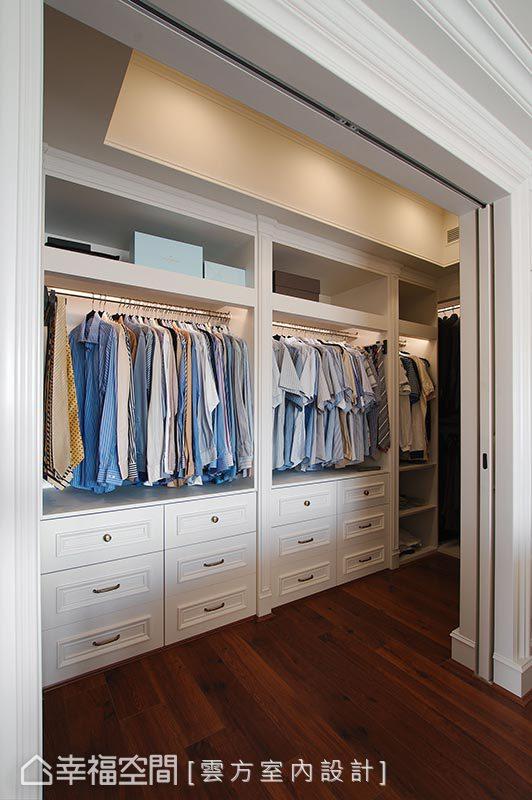 更衣室內以純白色系來呈現,因為男主人很會整理衣服,即使將門片打開也不會突兀。