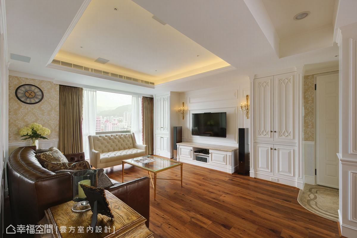 古典質感為潘仕敏設計師為屋主定調的主風格,淺色壁紙與白色線板櫃體,在深色木地板搭襯下格外療癒。