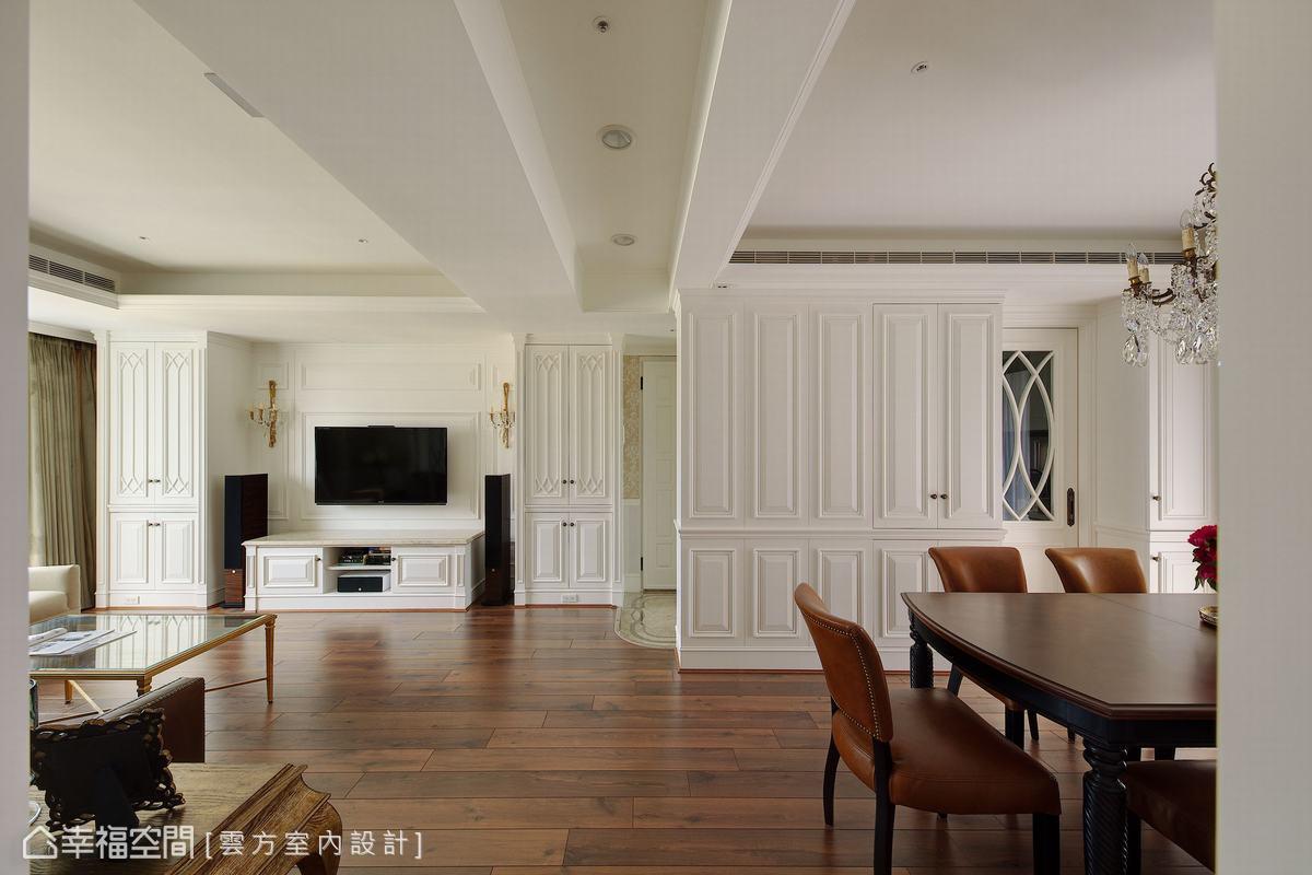 落地收納櫃設計保持空間的寬敞通暢,白色系線板設計簡約大氣,妝點空間的非凡氣質。