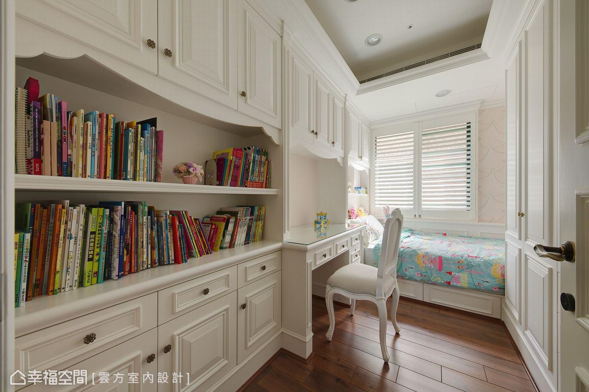 格局調整後兩女兒擁有專屬的房間,潘仕敏設計師也因應需求客製規劃,打造充足的收納書櫃,兼具擺放展示功能。
