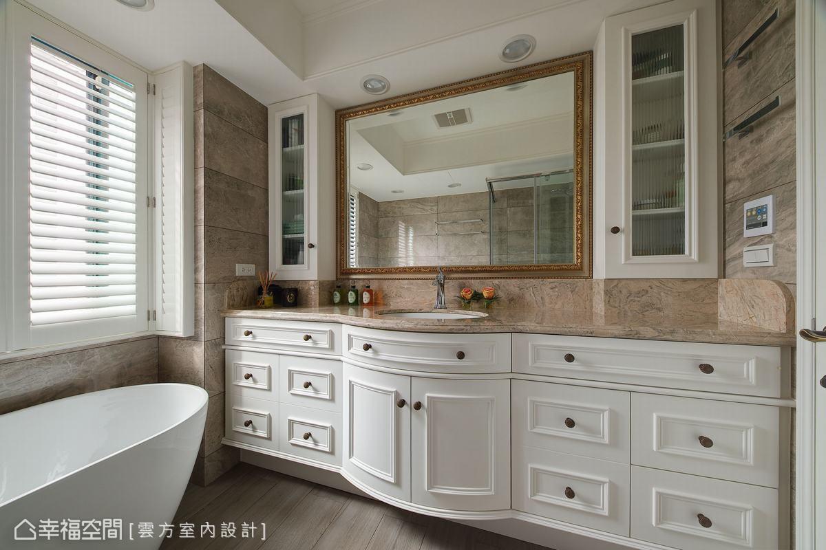 古典格櫃堆塑獨特的場域氣氛,特別設置的獨立浴缸,讓屋主泡澡時宛如置身歐洲莊園。