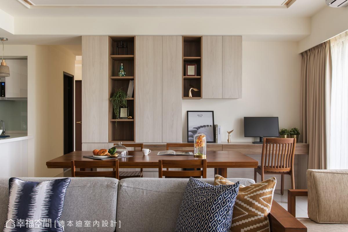 因應屋主的教育需求,宋雯鈴設計師將餐桌後方的閒置空間巧妙改裝成書櫃與電腦桌,提升空間的使用機能。