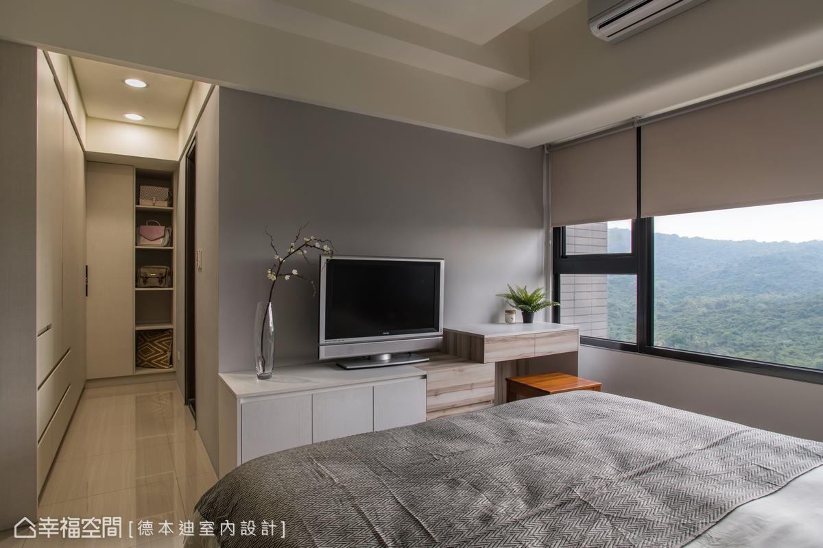 以素雅的配色和系統櫃滿足屋主對收納的重視,讓空間化繁為簡,保持眠寢空間的舒適敞亮。