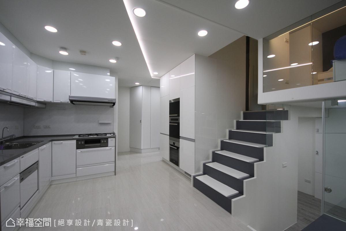 白色時尚蝸居,小空間機能強大