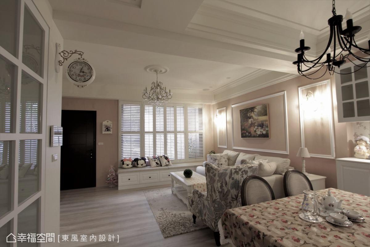 木質地板與家具營造出空間的整體風格,東風室內設計更挑選復古吊燈與壁鐘,讓素雅的鄉村風多一點歐式華麗,帶來更有層次的視覺享受。