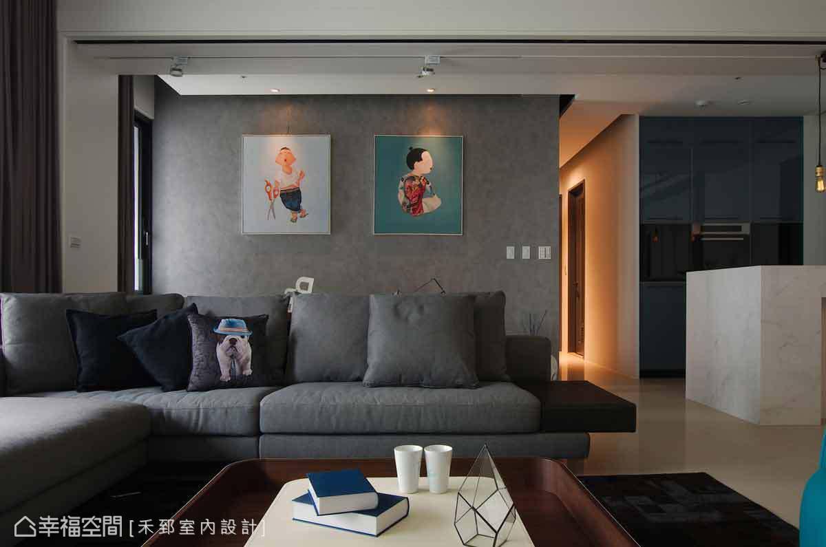 由馬來漆所表現的書房牆面,溫文的質感搭配豐富色彩的畫作,儼然成為最美的一道端景。