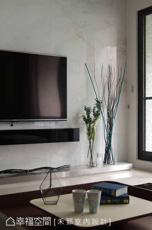 水平線條的輕輕勾勒,沒有繁雜的裝飾性元素,讓空間得到最大的舒緩。