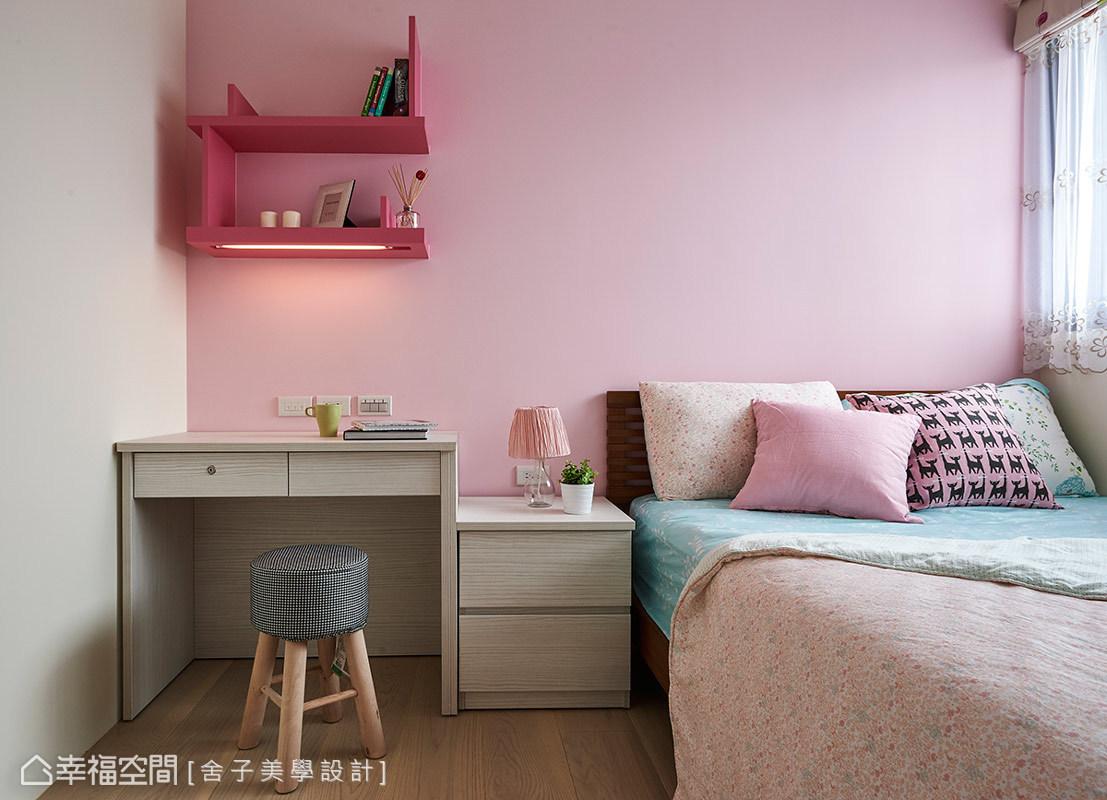 小孩房除了色彩的主題,並使用系統與活動的家具,達到可依需求調整與掌握預算的考量。