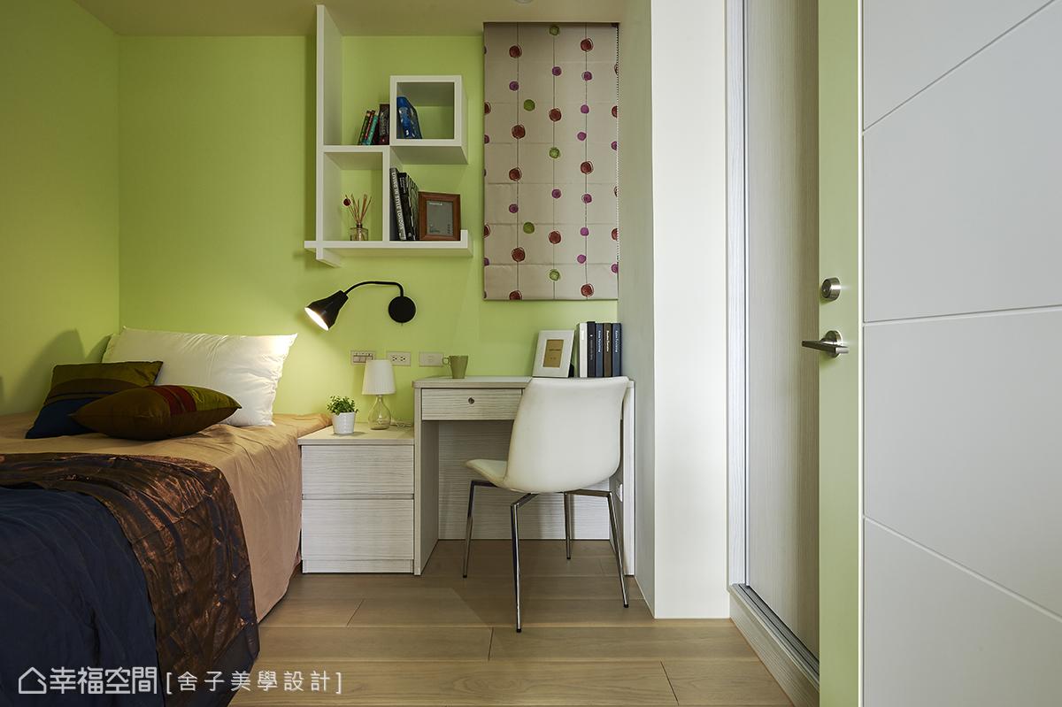 設計師詹秉縈運用綠色的漆面,搭配現代普普風的窗簾,圍塑現代年輕的空間氛圍。