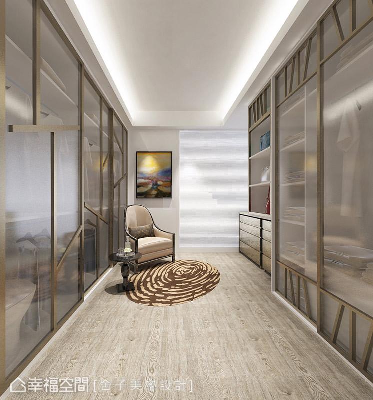 細膩的設計巧思展現在更衣室中,例如衣櫃門片以夾紗玻璃與樹枝造型呈現,饒富當代時尚的意象。