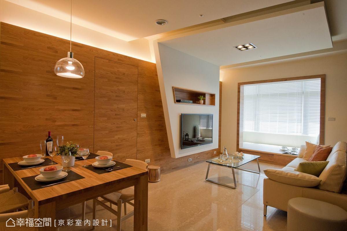 順勢著集層木材紋理,京彩設計將主臥門片從餐櫃位置改向,動線的整合乾淨了行進舒適度。