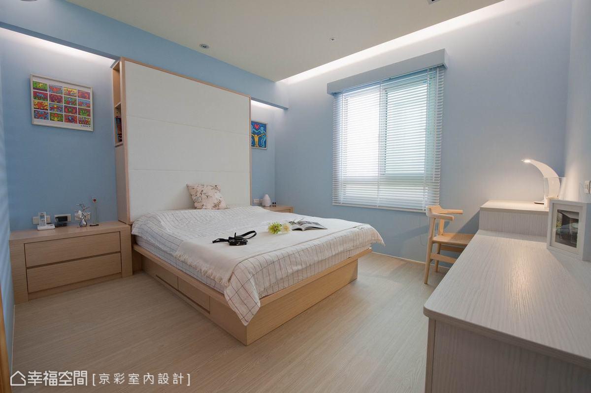 備有收納功能的床頭,可擺放過季棉被等大型物件。