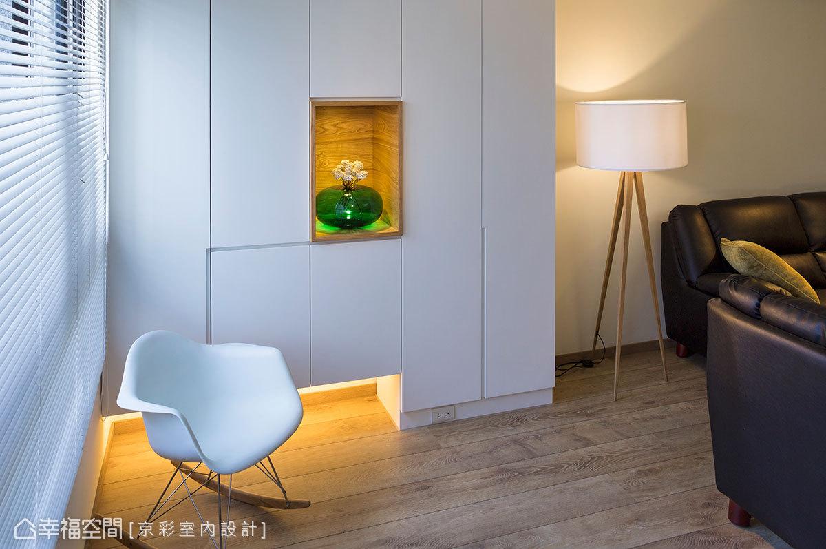入門後的美麗端景,白淨、簡單而舒適,刻意不作滿的櫃體,打上了柔和的燈帶,營造舒適氛圍。