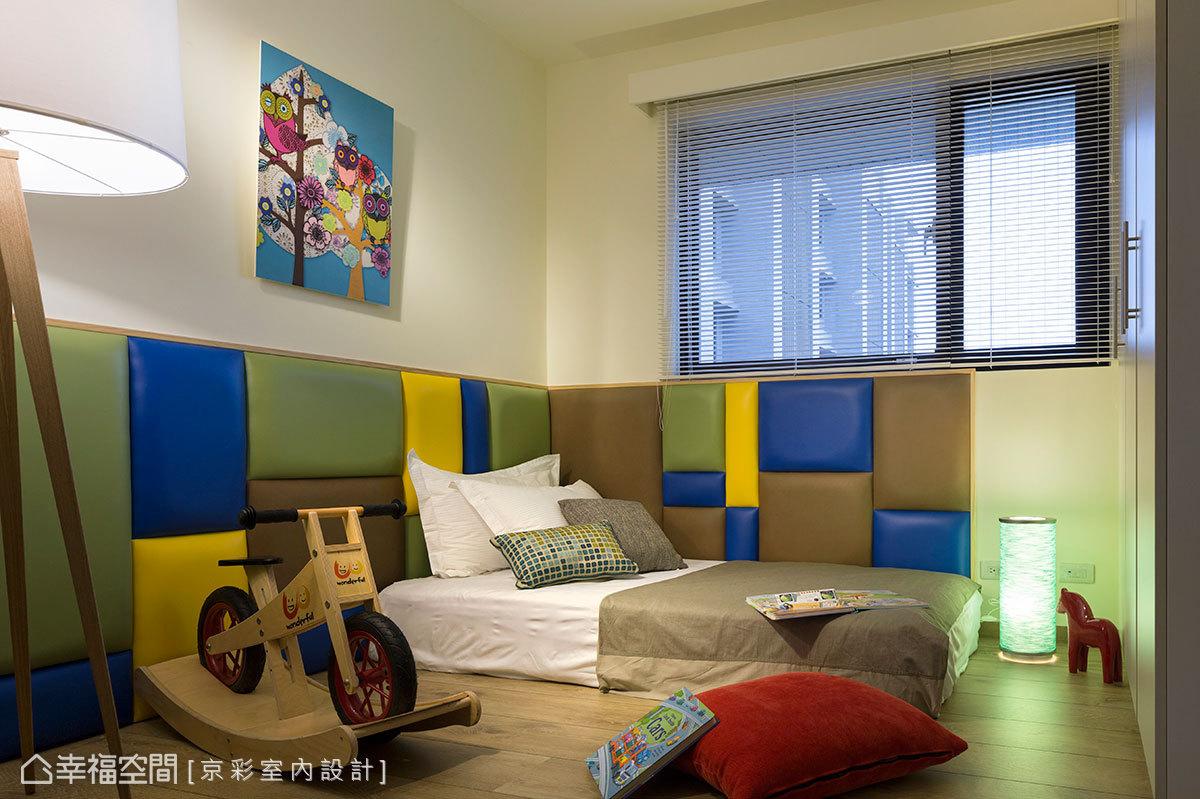 設計師考量到小主人的年紀,牆面四周以泡棉繃皮圍繞,合乎安全上的需求。