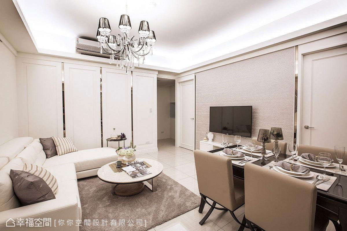 餐廳與客廳共存在同一空間,利用白色調與局部鏡面作為妝點,讓整個室內顯得舒適、寬敞。