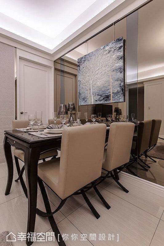 牆壁利用鏡面分割的方式,反射的視覺效果,替空間帶來放大與延伸的作用。