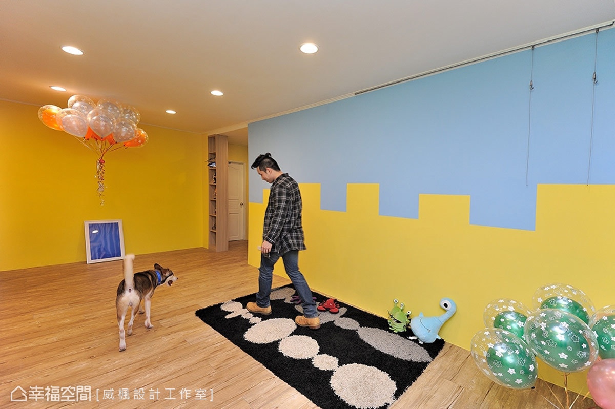 將居家生活裡慣用的沙發移除,以地毯取而代之,成為屋主與寵物間互動的絕佳地帶。