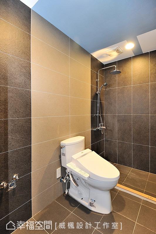 簡約無華的風格打造衛浴空間,牆面上的細緻紋路營造出自然的愜意氛圍。