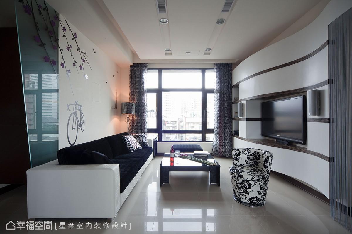藉由大尺度的開窗呈現,納入一室舒適暖意。