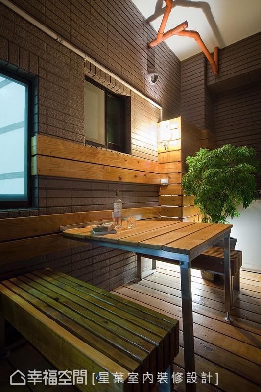 可以摺疊收納的陽台便桌,乘著徐徐晚風,三五好友品茶談天超愜意。