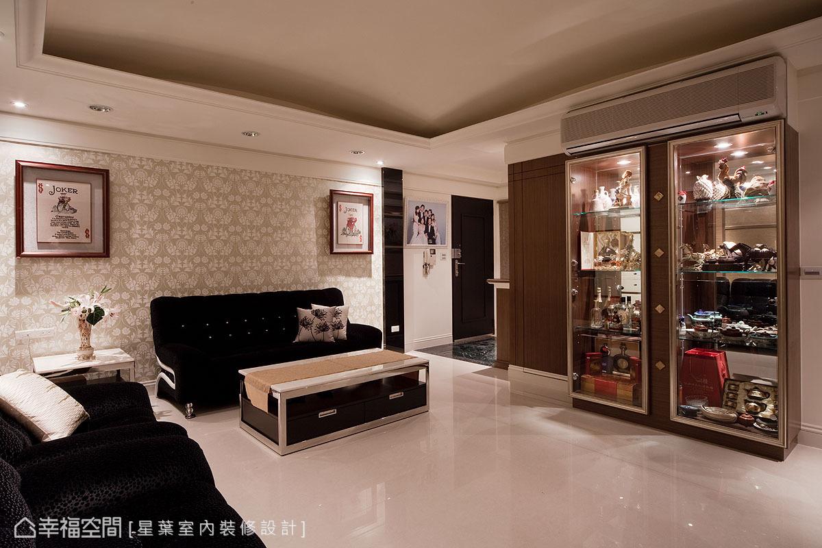 在既有的接待客廳之外,規劃了長輩專屬的起居空間,不會因為訪客蒞臨,而影響了家人間的作息生活。