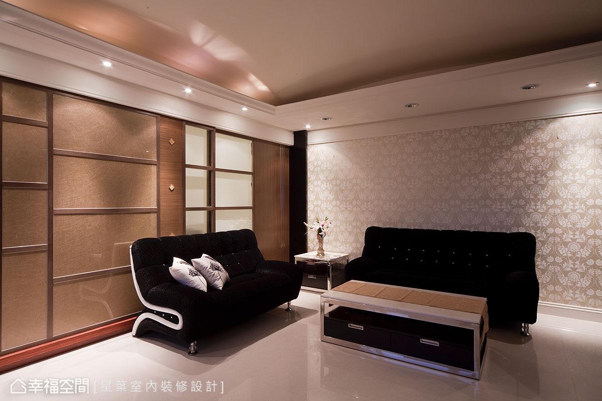 質感素雅的壁紙鋪陳,搭配光暈漸層細細品味空間中的內斂迷人。