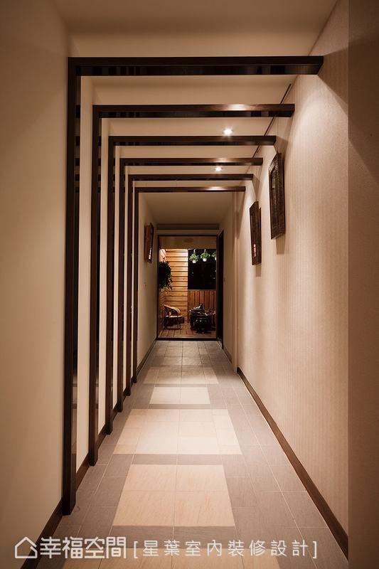L型落地延伸的視覺引導,由木皮與黑烤中和了材質溫度,呈現藝廊般的情境體驗。