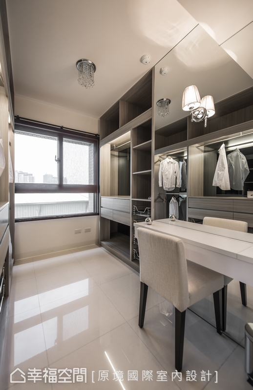 犧牲一間小房間,改造為和主臥相通的更衣室,增加實用功能。