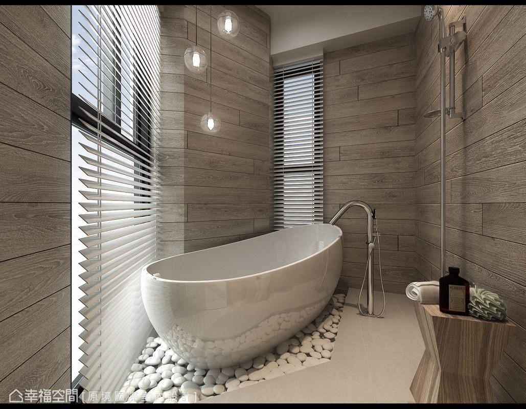 得以自在飽覽窗外景致的泡澡機能,於造型圓潤的獨立浴缸下方鋪設卵石,營造屋主期盼的日式禪味。