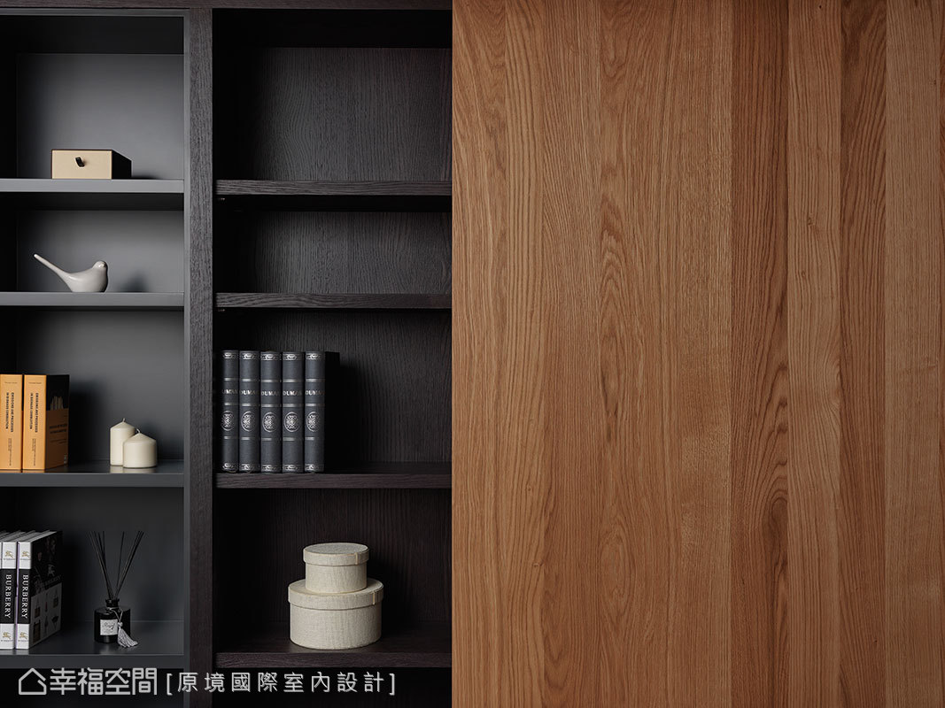 原境國際室內設計以對比的木紋質感,在深淺之間展現濃淡得宜的質感層次。