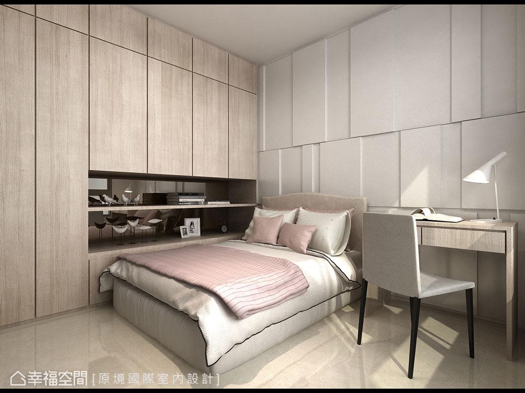 床頭主牆及櫃面使用線條切割來表現,成功詮釋專屬屋主的品味質感。